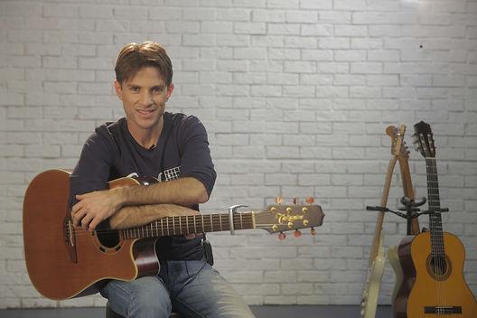 לימוד גיטרה קדימה צורן.jpg