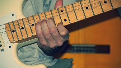 עופר מלי ,מורה לגיטרה, לימוד גיטרה, לימוד גיטרה בקדימה, לימוד גיטרה בצורן