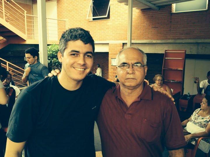 Hoje tive a honra de encontrar o meu primeiro professor de violão, mestre Clévio, na passagem de som