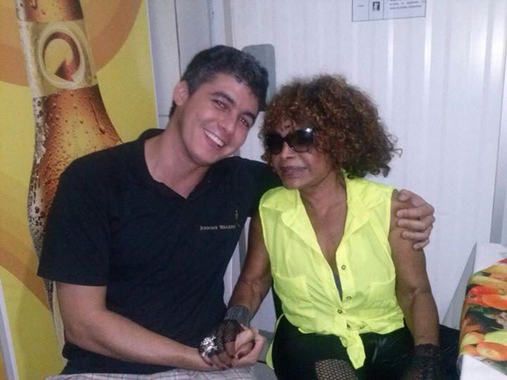 Elza Soares! Icone da música popular brasileira!