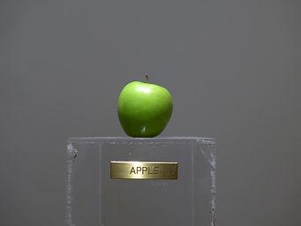 Yoko-Ono-Apple-1966-2.jpg