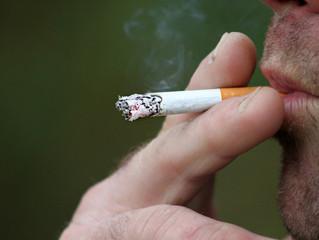 Fumo e narguilé: vilões da saúde óssea que podem causar fratura de quadril