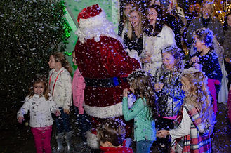 christmas-santa-children-party-artifical snow-lighting
