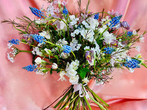 Two easy ways to preserve your wedding bouquet