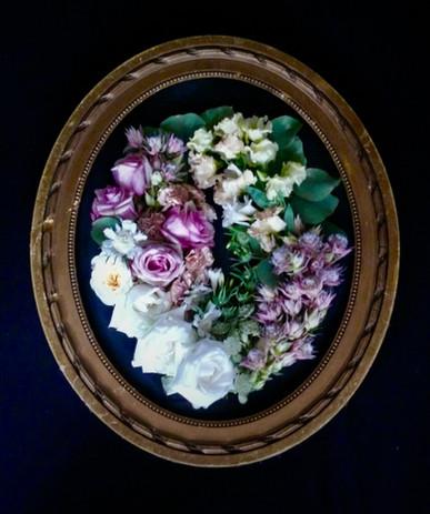 Round Frame Fresh Flowers.jpg