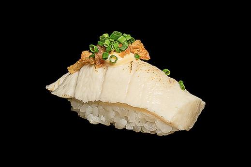 Maisto fotografas, maistas juodame fone, sushi