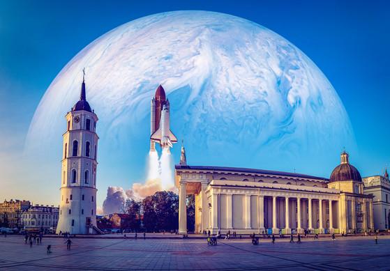 Fotomanipuliacija, fotomontažas, produkto fotomanipuliacija, Vilniaus katedra, kosminis laivas, Vilniaus katedros fotomopntažas