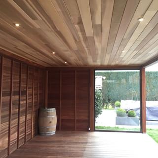 tuinhuis plafond afgewerkt in ceder