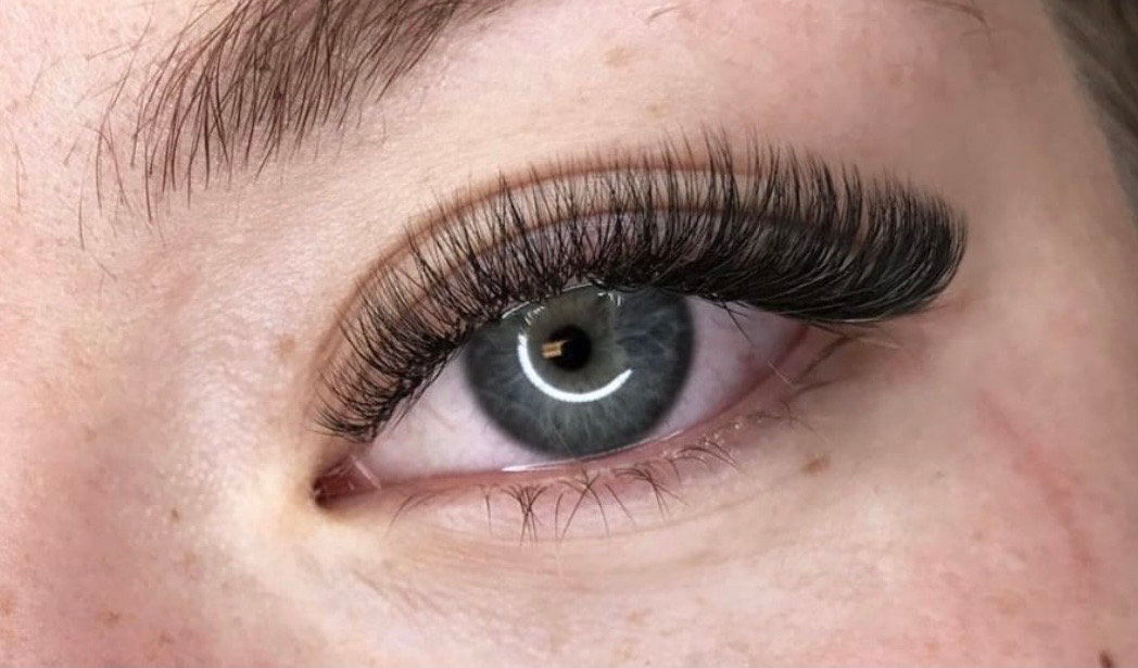Wimperextensions: Russian Volume