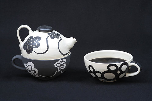 b&w flowers tea set