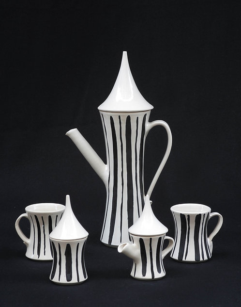 b&wstriped tea set