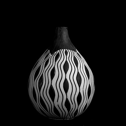b&w hysteria round vase medium