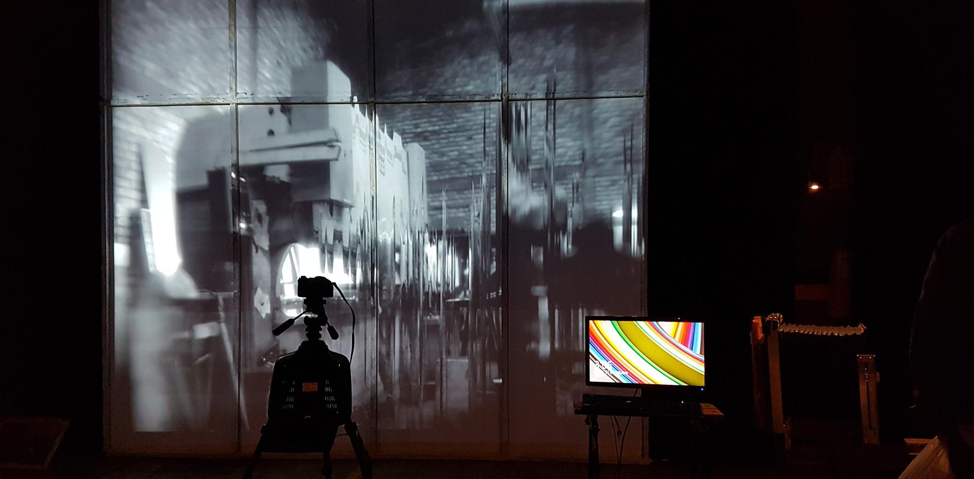Montaje en Voltaje Salón de Arte y Tecnología