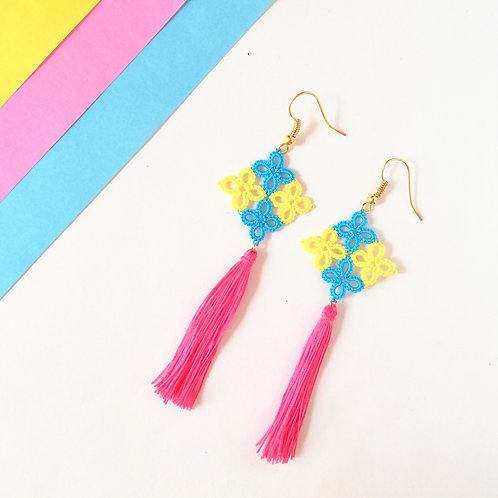 Tatting lace earring with tassel