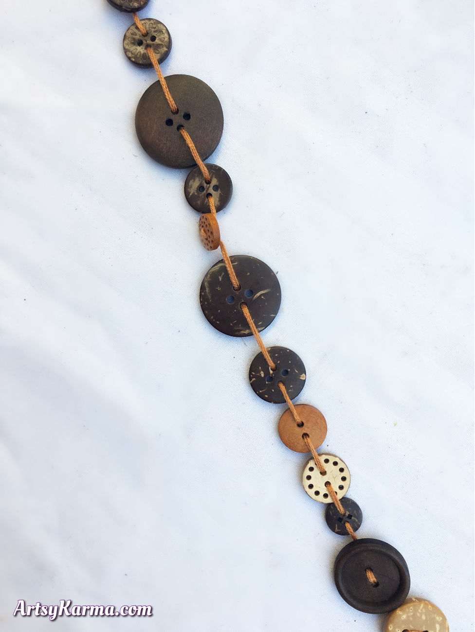 Craft project using buttons