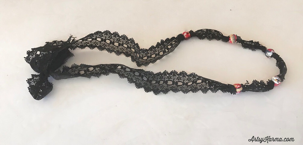 how to tie a lace necklace