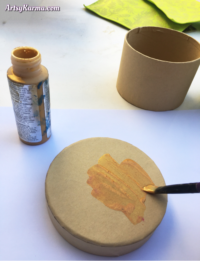 Painting and decorating a paper mâché box