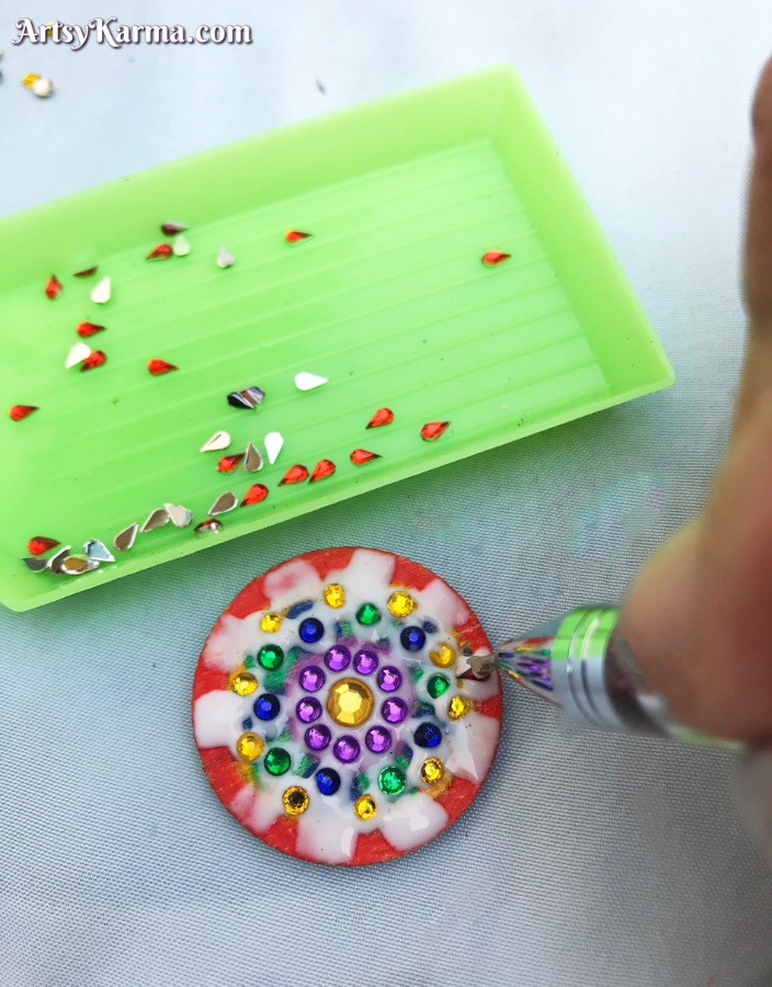 Fill the colors with same colored rhinestones for diamond painting feel