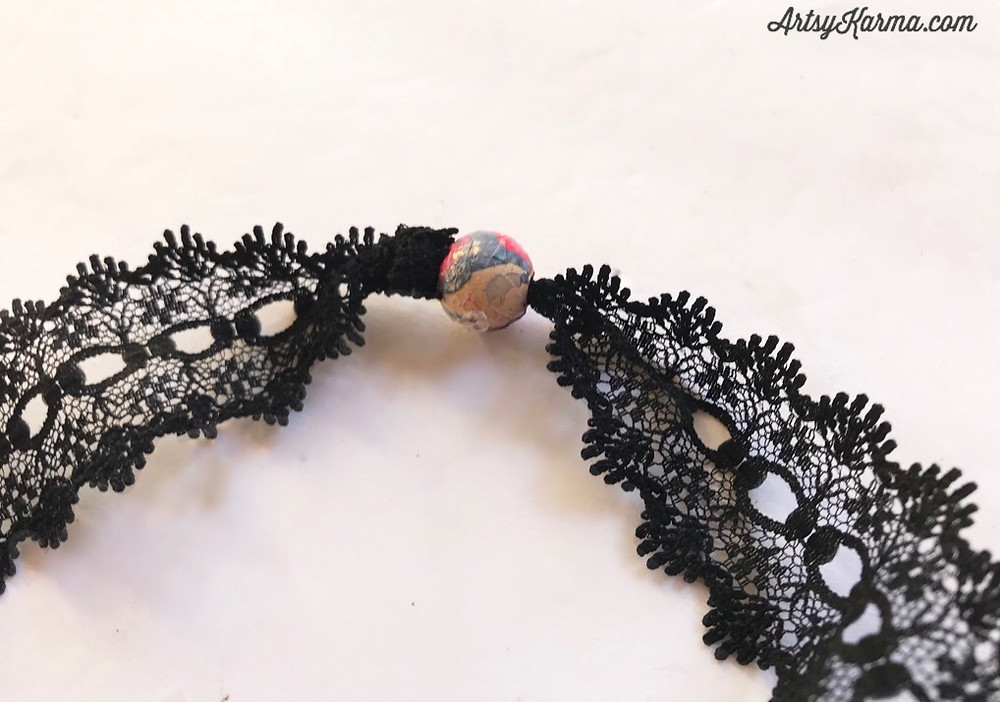 knot and bead lace necklace
