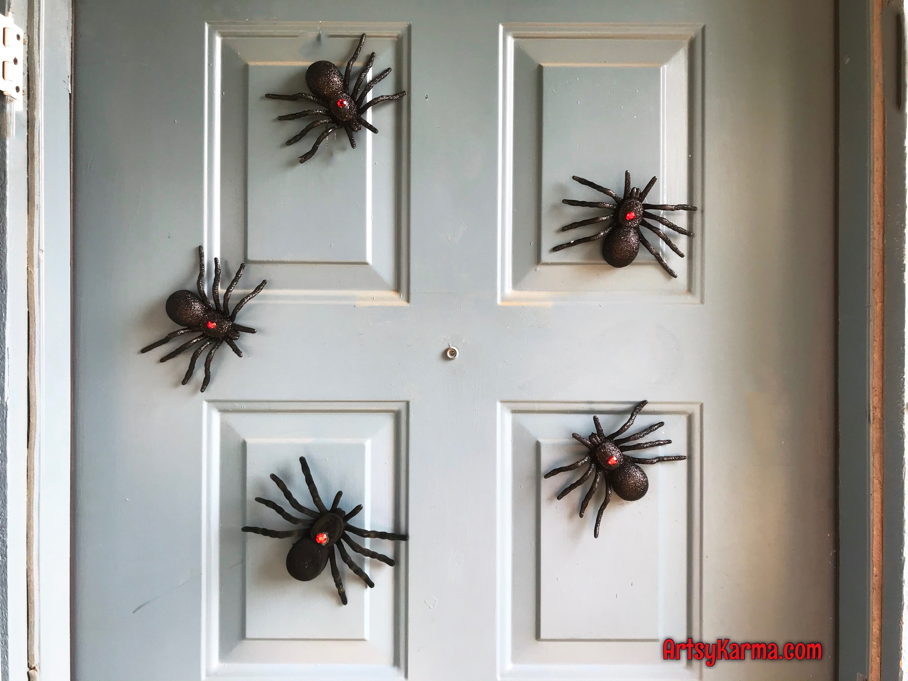 Scary black widow spider magnets