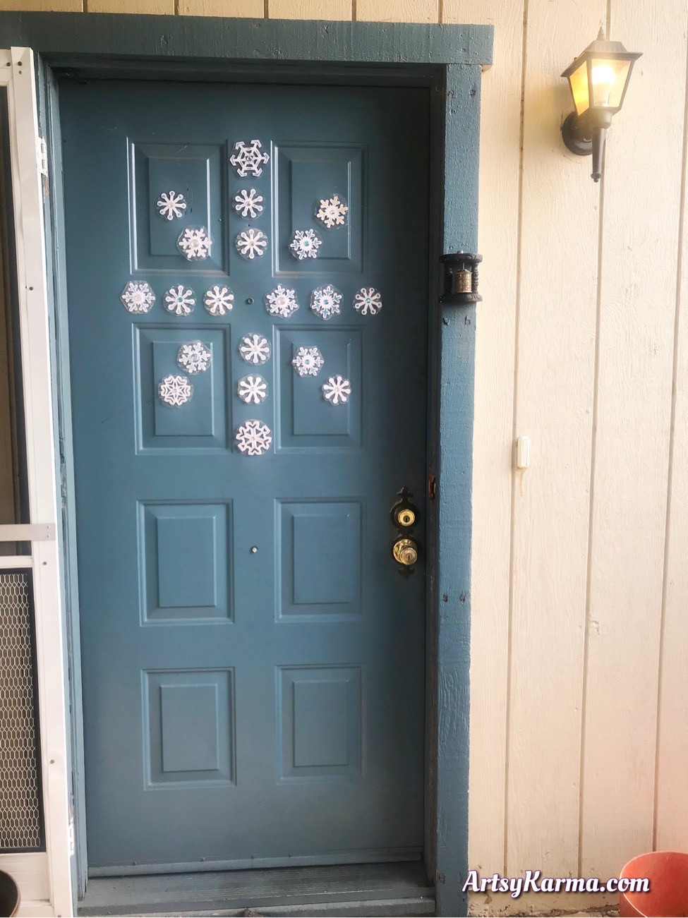 Snowflake magnets for your front door - DIY