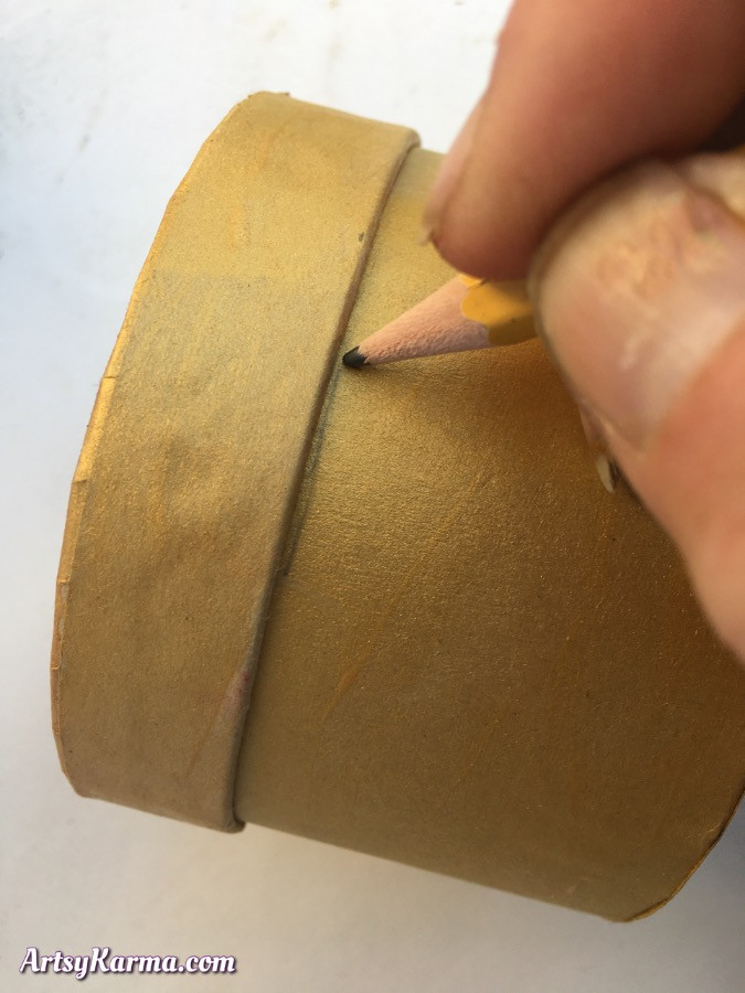 How to alter a paper mâché box