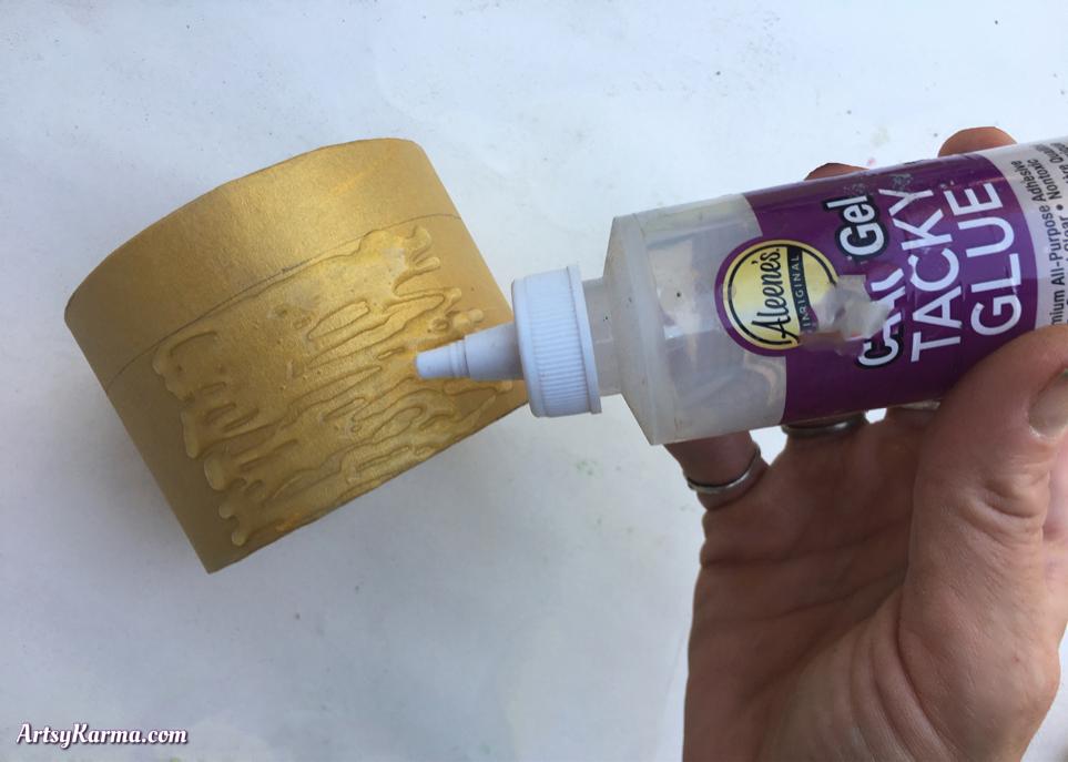 Decorating a paper mâché box
