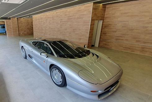 Ein Luxusfahrzeug nach dem Detailing