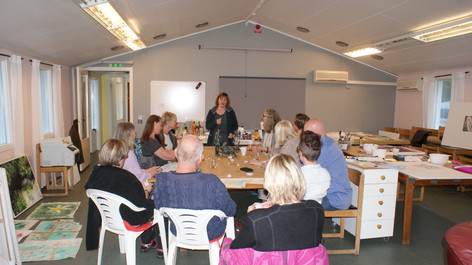 Lena Palmgren (Kalmar) berättar om sina konstverk.
