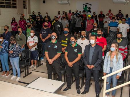 Campeonato Amador de Sobradinho recebe materiais esportivos