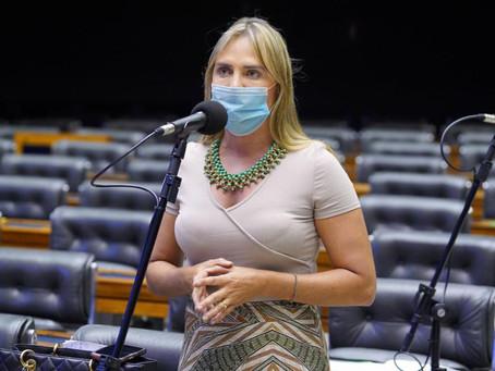 Deputados aprovam texto-base de projeto que amplia categorias prioritárias na vacinação