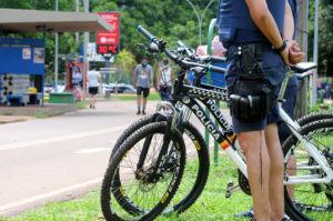 Policiais de bicicletas reforçam segurança