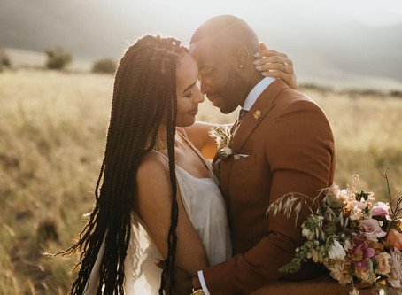 Elopement with horses and bohemian wedding dress in Utah