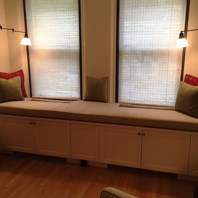 window seat with pillows.JPG