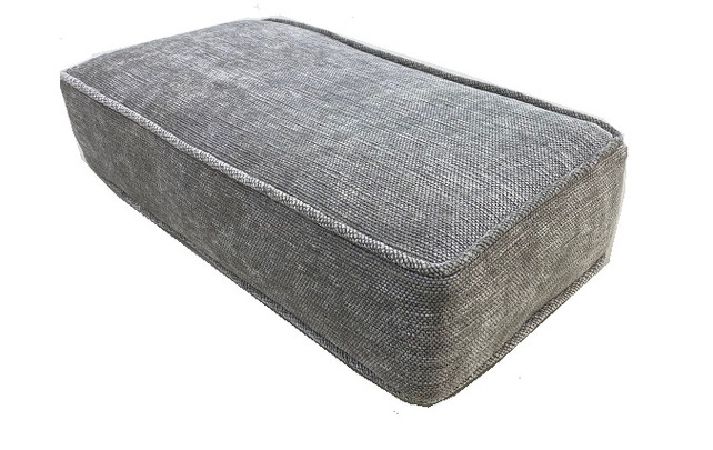 Boxed cushion with self welting