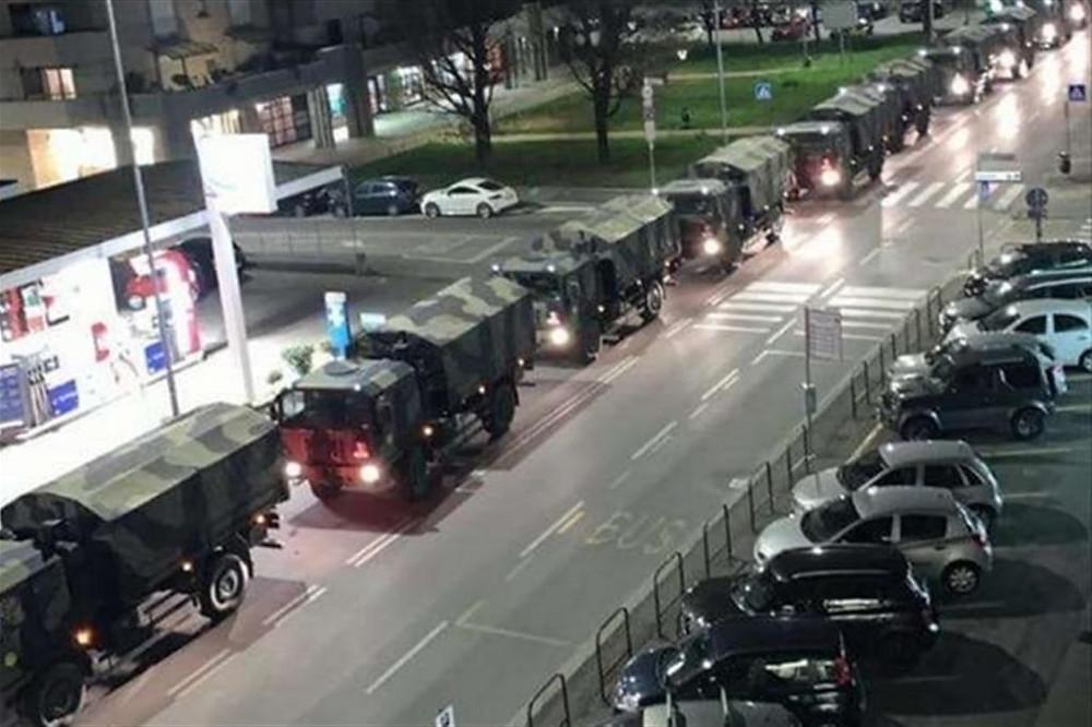 Camiones militares transportan ataúdes para ser cremados en otras provincias