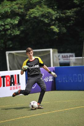 當時只有十七歲的Leonardo Costa,現已返回意大利祖家並效力丙組球會AC Cuneo