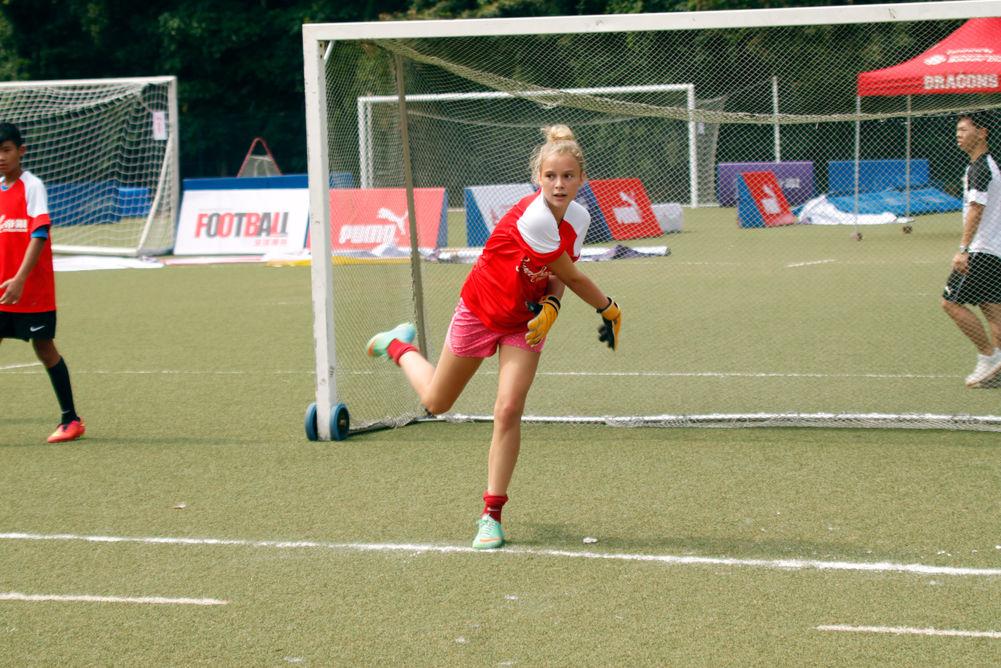 第一屆未設有女子組,但仍有不少女球員參加。