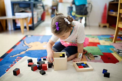 girl-building-with-blocks-at-school_t20_