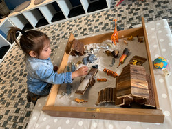 Die Sandwanne zieht die Kinder magisch an....