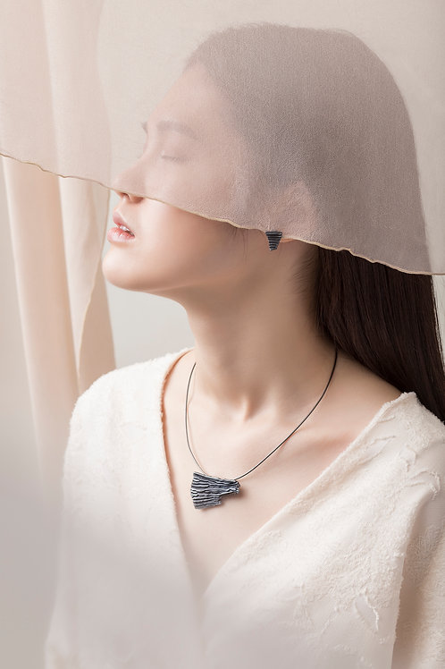 Calligraphy 墨摺 飛展項鍊 Oxidized Silver Necklace - Spreading