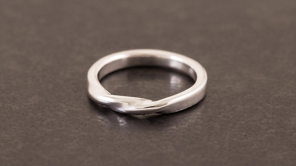 流水潺潺 純銀戒指 (圓扁)   Round Twist Ring