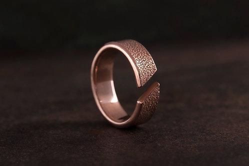 皮革荔枝紋 開放式戒指 The Litchi Grain Ring with a Cut
