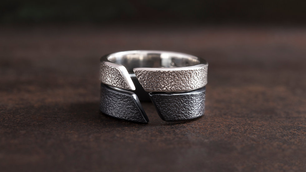 炭墨黑 革紋 純銀戒指 Emboss Texture Ring
