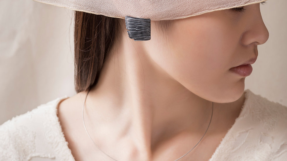 Calligraphy 墨摺 行縱耳環 Oxidized Silver Earrings - Forwarding