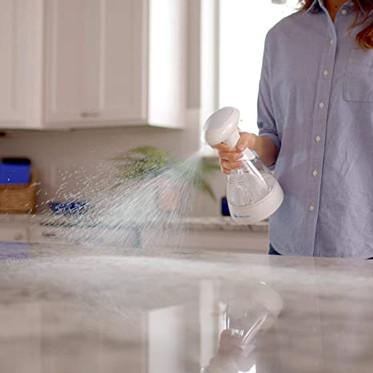 Denne sprayflasken hevder å gjøre vann om til rengjøringsmiddel