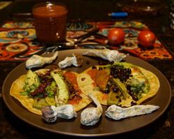 Tacos de chapulines con hongos