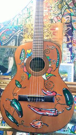 Guitarra enchilada.