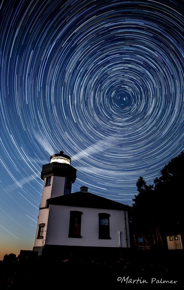 Startrails Kiln Pt Lighthouse w beams v2