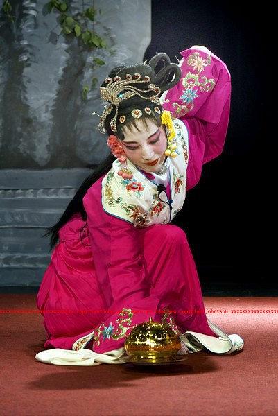 Li Li as Hong Niang 1.jpg